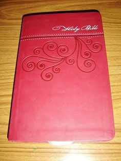 NKJV Holy Bible / Ultraslim Edition / Classic Series New King James Version / Cranberry Leathersoft / Words of Christ in Red