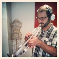 Registrazione della tromba in uno spazio metafisico