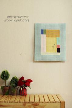 안녕하세요. 이웃님들..어떻게 지내고 계신가요?요새 날씨가 조금 푸근해서 편안하게 입고 나왔더니..꽃샘... Home Textile, Textile Art, Textiles, Types Of Craft, Korean Traditional, Fabric Squares, Mini Quilts, Fabric Design, Hand Sewing