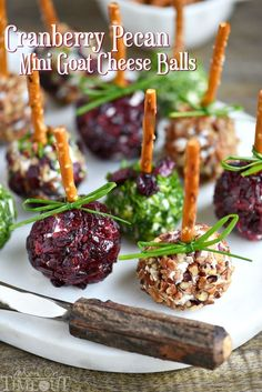 Your Christmas Party Guests Will Devour These Delicious Holiday Appetizers - Cranberry Pecan Mini Goat Cheese Balls! Holiday entertaining has never been easier or more deliciou - Best Appetizers Ever, New Year's Eve Appetizers, Thanksgiving Appetizers, Appetizer Recipes, Christmas Appetizers, Thanksgiving Recipes, Appetizer Crockpot, Delicious Appetizers, Appetizer Dessert