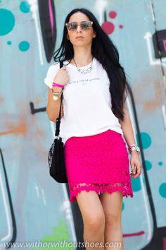Mirad que guapa Verónica de With Or Without Shoes, ella lleva una falda de crochet que complementa perfectamente con 2 de nuestras pulseras MAR BCN, consíguelas en: www.marbcn.com