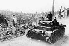 The first photo shows a German tank, a Panzer III, somewhere in France during the 1940 Blitz. World History, World War Ii, Ww2 History, Rare Historical Photos, Battle Of Britain, World Of Tanks, Luftwaffe, Military Vehicles, Tanks