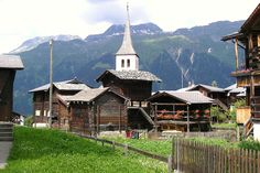 Bellwald,Wallis, Zwitserland Alpine Flowers, Home And Away, Beautiful Places, Scenery, Cabin, Landscape, Country, House Styles, Wallis