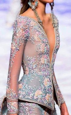 Maybe with a little different color scheme, but I love this for Zelda! I Love Fashion, Fashion Details, High Fashion, Fashion Beauty, Fashion Design, Beautiful Gowns, Beautiful Outfits, Modelos Plus Size, Dream Dress
