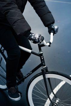 FST Handwear Collection Automne/Hiver 2012/2013  Modèle : Hell Rider  / Photo : Simon Baret