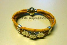 cork bracelet. Pulseira em tecido de cortiça: http://caixinhadesurpresasmena.blogspot.pt/