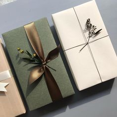 Minimalist Christmas Wrapping With Plants Best Picture For creative Gift Wrapping For Your Taste You are looking for something, and … Elegant Gift Wrapping, Creative Gift Wrapping, Present Wrapping, Creative Gifts, Easy Gift Wrapping Ideas, Diy Gift Wrap, Diy Wrapping, Noel Christmas, Christmas Gifts