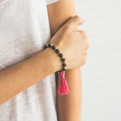 chah-pulseira-feminina-em-madeira-marrom-key-design