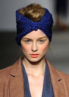 head scarf hair accessories beauty ideas hairstyle image pic photo www. Retro Hairstyles, Scarf Hairstyles, Hairstyle Ideas, Cinto Obi, Scarf Styles, Hair Styles, Light Scarves, Silk Scarves, Pirate Fashion