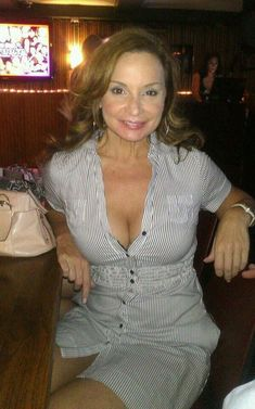 Hot MILF from Pennsylvania in a pub: Just buy her a drink and  rest of the evening will take care of itself