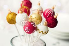 christmas cakepops. so cute. perfect for xmas party!