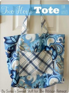"""""""Two Hour Tote (Or Less!)"""" Free Tote Bag Pattern designed by Kathleen Dixon of Sumos Sweet Stuff from The Ribbon Retreat Blog Bag Pattern Free, Bag Patterns To Sew, Tote Pattern, Sewing Patterns Free, Sewing Tutorials, Sewing Projects, Sewing Ideas, Bag Tutorials, Free Sewing"""