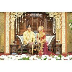 Meilinda & Akbar #muslimwedding and #javanesewedding at #Yogyakarta | #weddingphoto by Poetrafoto Photography, http://wedding.poetrafoto.com