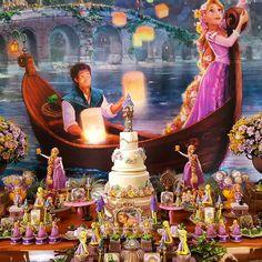 E a noite hoje está iluminada! Com a Rapunzel! Para Sofia! Decoraçao e personalizados de luxo @lorenalimaperes ... Baby Girl Birthday Theme, Rapunzel Birthday Party, Princess Theme Party, Tangled Party, Disney Princess Birthday, Birthday Party Themes, Rapunzel Castle, Rapunzel Disney, Tangled Rapunzel