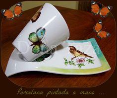 FACEBOOK / DOÑA TAZA Stars Disney, China Clay, Porcelain Mugs, Ceramic Painting, Mug Cup, Painting Inspiration, Cup And Saucer, Decoupage, Tea Cups