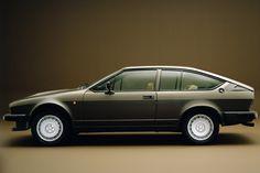 Alfa Romeo Alfetta GTV6 : Voitures de James Bond : celles que vous pouvez vous offrir… et les autres ! - Linternaute