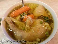 Chicken soup - Tyúkhúsleves recept Manci Szabó konyhájából - Receptneked.hu Goulash, Chicken Soup, Pot Roast, Thai Red Curry, Ramen, Stew, Food And Drink, Ethnic Recipes, Google
