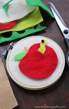 Felt Apple Craft - Back to School Crafts for Kids - Easy Peasy and Fun Kids Crafts, Preschool Crafts, Felt Crafts, Preschool Books, Back To School Crafts For Kids, Craft Club, Dollar Store Crafts, Mason Jar Crafts, Nature Crafts