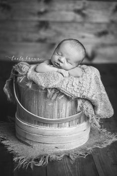 Newborn Photography | Baby Photography | Baby in Bucket | Black and White | Teale Brown Photography #newbornbabyphotography