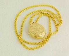 Aussergewöhnlich: Bauchiger MEDAILLONAMULETT von GoldenShop24 Gold Necklace, Etsy, Vintage, Jewelry, Fashion, Gold Jewellery, Craft Gifts, Moda, Gold Pendant Necklace