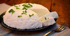 piimäjuusto, juusto, jouluruoka My Favorite Food, Favorite Recipes, Finnish Recipes, Homemade Cheese, Everyday Food, Low Carb Keto, Christmas Treats, Feta, Tart
