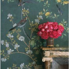 Love this de Gournay wallpaper of jarinieres and citrus trees in blue and green colors designed by Charlotte Moss. Scenic Wallpaper, Silk Wallpaper, Hand Painted Wallpaper, Wallpaper Panels, Wallpaper Decor, Painting Wallpaper, Silk Painting, Wallpaper Paste, De Gournay Wallpaper