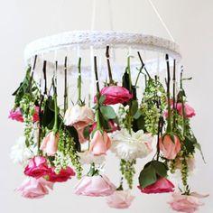 Un chandelier fleuri diy / diy fleuri mariage