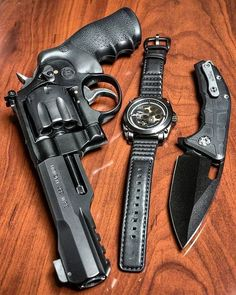 Performance Center M&P R8 .357 Magnum 8 shot revolver with a @heretic_knives Martyr blade at @otbfirearms, and my @rvlvrwatch A7B Gun Metal watch.By @metalhead_1MΔΠUҒΔCTURΣR: Smith & WessonMΩDΣL: M&P R8CΔLIβΣR: 357 Magnum CΔPΔCITΨ: 8 Rounds βΔRRΣL LΣΠGTH: 5