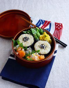 R journal: Brown riceballs bento/玄米おにぎり弁当