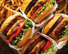 Chipotle's First Tasty Made Burger Restaurant Opens on Thursday Burger Restaurant, I Love Food, Good Food, Yummy Food, Hamburger And Fries, Food Porn, Good Burger, Foodblogger, Burger Recipes