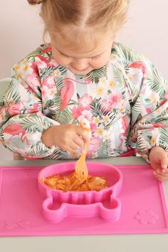 Grippo 2-in-1 Silicone Placemat and Plate in Pink Messy Play, Baby Led Weaning, Baby Safe, Group Meals, Baby Online, Happy Baby, Free Baby Stuff, Having A Baby, Happy Family