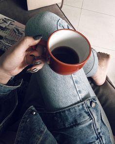 Até a segunda amanhece linda quando tem feriado na semana Coffee Photography, Tumblr Photography, Creative Photography, Photography Poses, Aesthetic Photo, Aesthetic Pictures, Tumblr Cafe, Picsart, Daniel Wellington