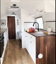 Vintage Airstream Renovation Designs for Make Happy Camper Caravan Renovation, Renovation Design, Interior, Home, Tiny House Living, Remodeled Campers, Rv Living, Kitchen Remodel, Home Renovation