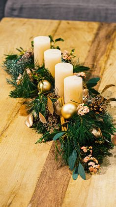 Christmas decoration tutorial - Create your centerpiece with candles - To successfully decorate your Christmas table, the centerpiece must make a strong impression on you - Christmas Flower Arrangements, Christmas Centerpieces, Xmas Decorations, Homemade Christmas Table Decorations, Party Centerpieces, Decoration Table, Simple Christmas, Christmas Time, Christmas Wreaths
