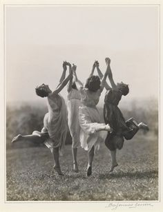 Best Modern Dancing Photography Freedom Ideas You are in the right place about Danc Dance Photography, Vintage Photography, White Photography, Foto Fantasy, Louise Brooks, Witch Aesthetic, Coven, Wicca, Old Photos