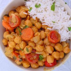 garbanzos al curry con verduras y arroz receta Chickpea Recipes, Chicken Salad Recipes, Healthy Dinner Recipes, Real Food Recipes, Vegetarian Recipes, Clean Eating, Healthy Eating, Vegan Foods, Favorite Recipes