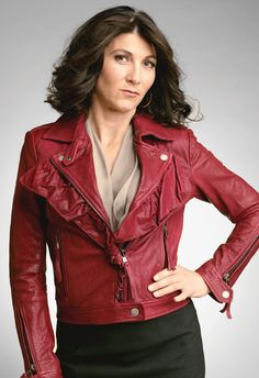 Eve Best -- wacky and wonderful doctor on Nurse Jackie, conniving manipulative operative on Honorable Woman. Love them both.
