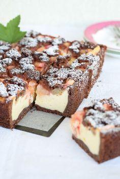 Rhabarber Streusel Kuchen mit Mascarpone und Kakao