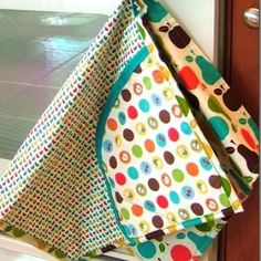 ALL IN ONE APRON/DISH TOWEL/DOUBLE POT HOLDER {FREE PATTERN} Fabulous!! (not crazy about THIS fabric but you can use remnants or any fabric you like!) GREAT idea!!