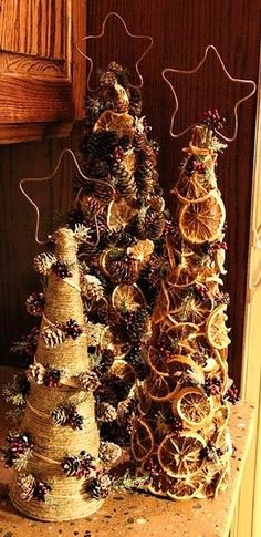Trio of prim trees decorated with pine cones, dried oranges & Christmas sprigs. Copper stars add the finishing touch to this fun diy christmas art! Cone Christmas Trees, Noel Christmas, Primitive Christmas, Country Christmas, Winter Christmas, Christmas Ornaments, Cone Trees, Natural Christmas, Minimal Christmas