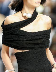 Chanel Spring 2014 RTW - Details - Fashion Week - Runway, Fashion Shows and Collections - Vogue Moda Fashion, Fashion Week, High Fashion, Fashion Show, Womens Fashion, Fashion Trends, Fashion Fashion, Fashion Outfits, Chanel Fashion