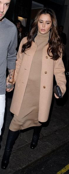 'Pregnant' Cheryl brushes off 'baby claims' on date night with Liam What baby claims? Cheryl and boyfriend Liam Payne headed out to date night on Sunday evening in London amid reports they're expecting their first child Cheryl And Liam, Cheryl Cole, Celebrity Couples, Celebrity News, Celebrity Style, Date Night London, We Heart It, Camel Coat, Famous Women