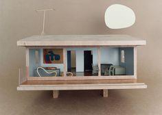 Bauhaus Mini-modernist Doll Houses Promote Karen Walker Paints For Resene Walker House, Paint Companies, Modern Dollhouse, Dollhouse Design, Miniature Houses, Little Houses, Mini Houses, Home Crafts, Architecture Design