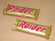 """awwww, I remember it from before it was renamed """"Twix"""" - always thought it should've stayed Raider, so much cooler :) Right In The Childhood, My Childhood Memories, Sweet Memories, Good Old Times, The Good Old Days, Peter Et Sloane, Vintage Sweets, Ol Days, Retro Toys"""