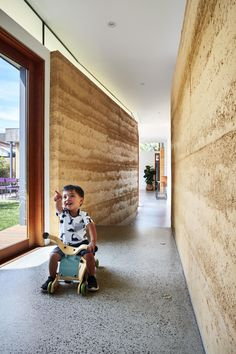 Photo 5 of 16 in A Curving Rammed Earth Addition Expands a Family Bungalow in Melbourne - Dwell Rammed Earth Homes, Rammed Earth Wall, Sustainable Architecture, Residential Architecture, Contemporary Architecture, Pavilion Architecture, Contemporary Interior, California Bungalow, Clerestory Windows