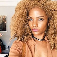 Hair color compliments her skin tone perfectly. Blonde Afro, Blonde Natural Hair, Blonde Hair Black Girls, Warm Blonde, Black And Blonde, Natural Hair Tips, Natural Hair Styles, Hair Color For Warm Skin Tones, Updo