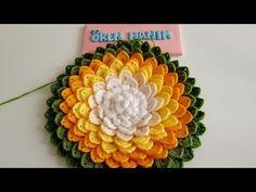 Bargello Patterns, Crochet Flower Patterns, Crochet Designs, Crochet Flowers, Peacock Crochet, Crochet Leaves, Crochet Cushion Cover, Crochet Cushions, Diy Crochet Projects