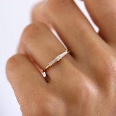 Diamant Cluster Ring Art Deco Diamant Ehering Vintage Source by sindhucheeti Diamond Cluster Engagement Ring, Deco Engagement Ring, Beautiful Engagement Rings, Vintage Engagement Rings, Vintage Rings, Baguette Engagement Ring, Unique Vintage, Vintage Art, Art Deco Jewelry