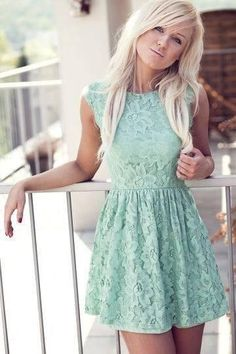 Pair this gorgeous mint dress with gold sandals for a casual fun look! Mode Chic, Mode Style, Mint Dress Lace, Green Dress, Estilo Fashion, Mode Vintage, Vintage Style, Fashion Outfits, Womens Fashion