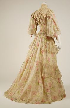 Dress Date: 1902–3 Culture: French Medium: silk. Credit Line: Gift of Mrs. M. Julia Mullaney, 1942. This dress is beautiful!!!
